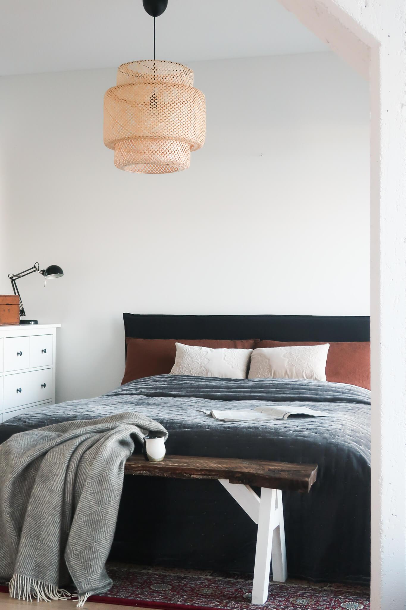 Makuuhuone sisustussuunnittelu, makuuhuoneen muutos, sisustustekstiilit, sängynpääty, pellavahuppu