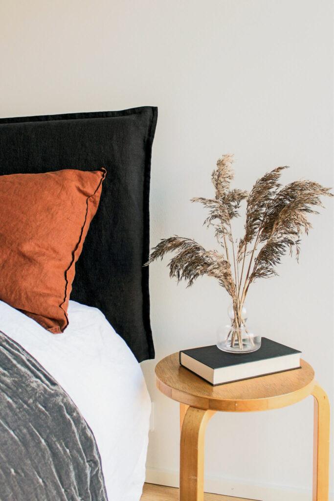 Pellava sängynpääty, pellavahuppu sänkyyn, mittatilaustekstiilit, sisustustekstiilit