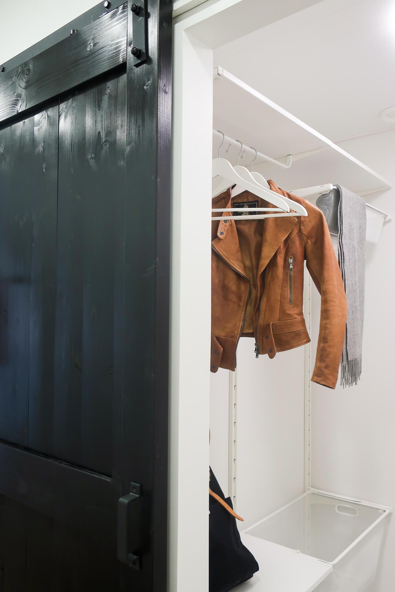 Remontoitu komero, liukuovi, ladonovi, sisustussuunnittelu portfolio, sisustussuunnittelija Turku